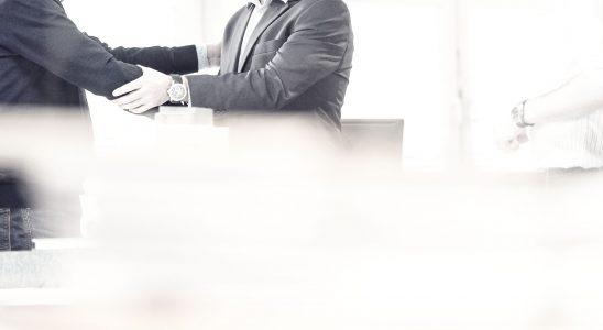 Handschlag Kundengespräch Vertragsabschluss